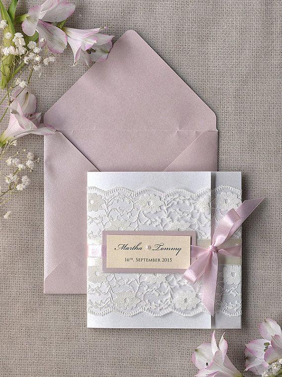 Invitación sencilla con sobre rosado