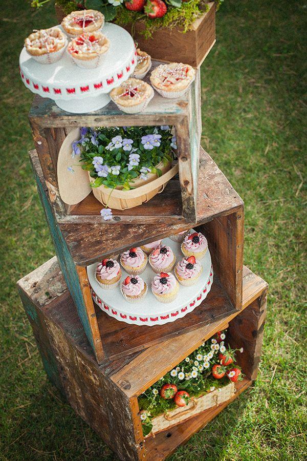 Con las cajas de madera también podemos hacer una especie de mesa de postres
