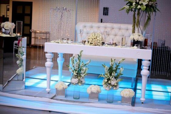 Mesa blanca para los novios más modernos