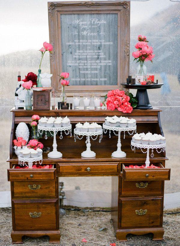 Mueble antiguo para usar como mesa de postre