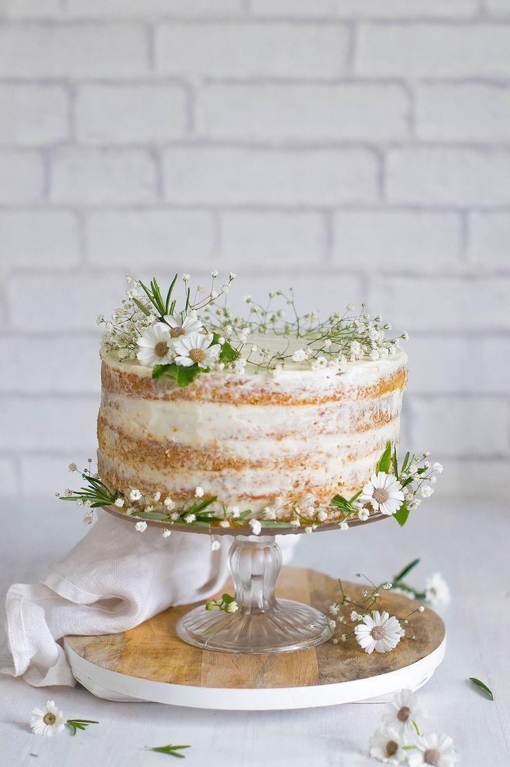 Pastel con decoración rústica