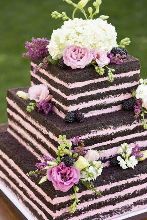 Añade un color diferente a tu pastel de boda
