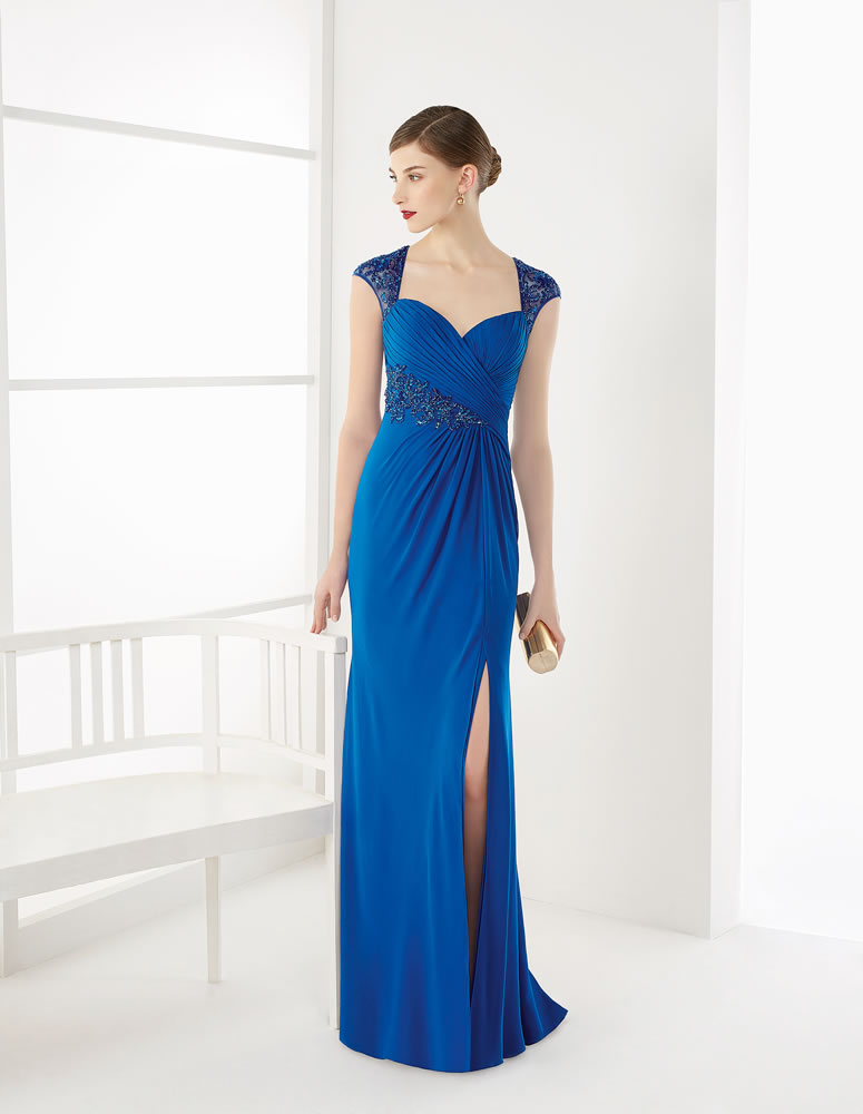 Vestido con abertura en las piernas en color azul real