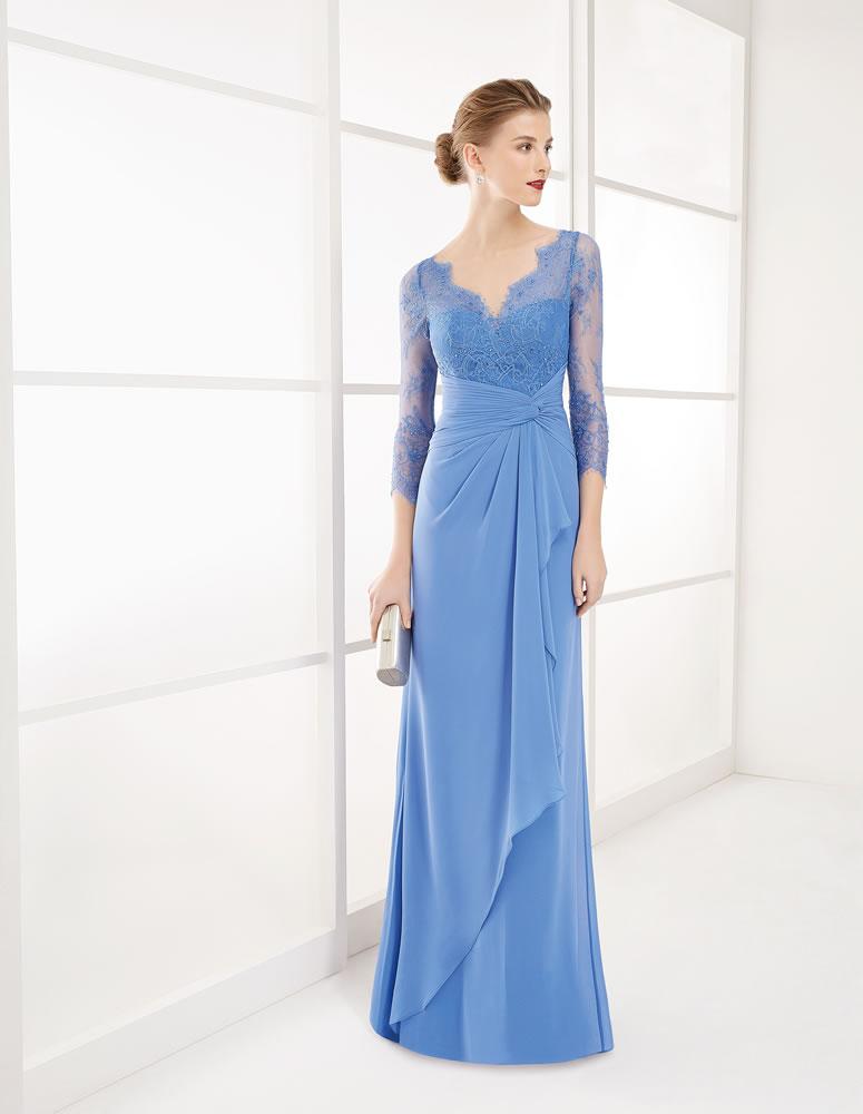 Para un look muy favorecedor, nada como un vestido azul celeste