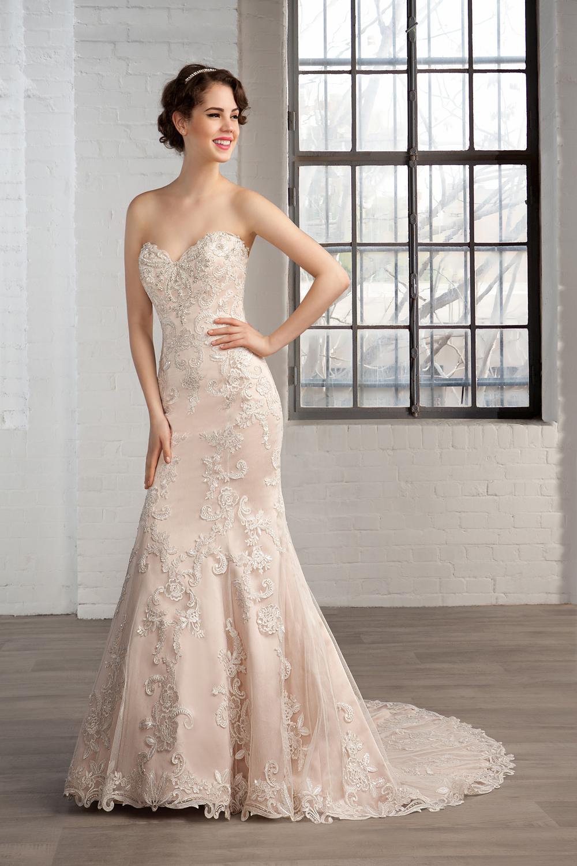 Vestido de novia strapless en color