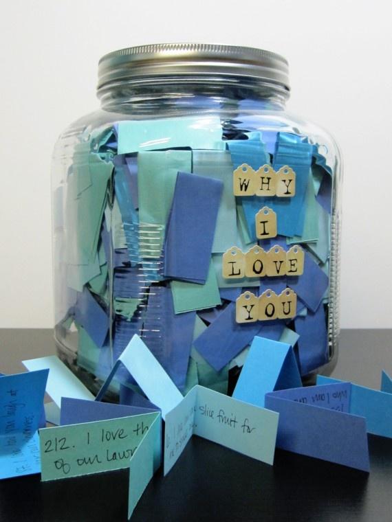 En lugar de una sola tarjeta, nada como una jarra con pequeños mensajes