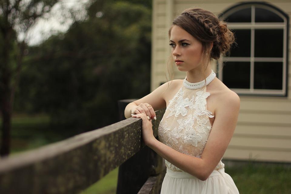 Peinado con trenza para una novia de ensueño