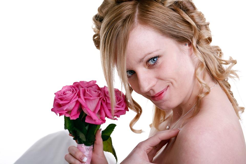 Maquillaje delicado para novia moderna