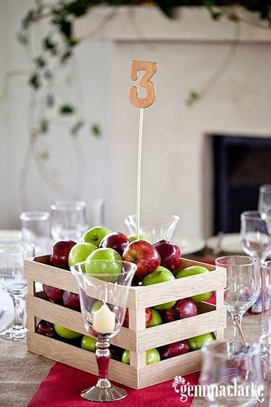 Caja de manzanas como centro de mesa para bodas