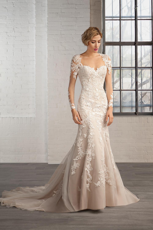 Encajes y bordados para los trajes más románticos de boda