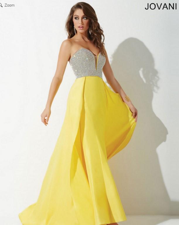 El amarillo y la pedrería hacen una buena combinación para el traje de fiesta