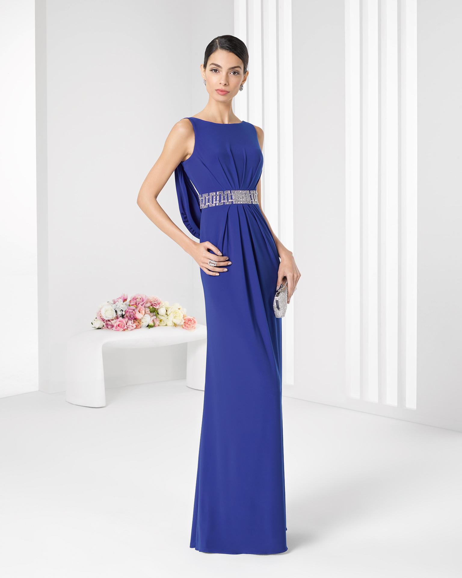 Vestido color azul real de Rosa Clará