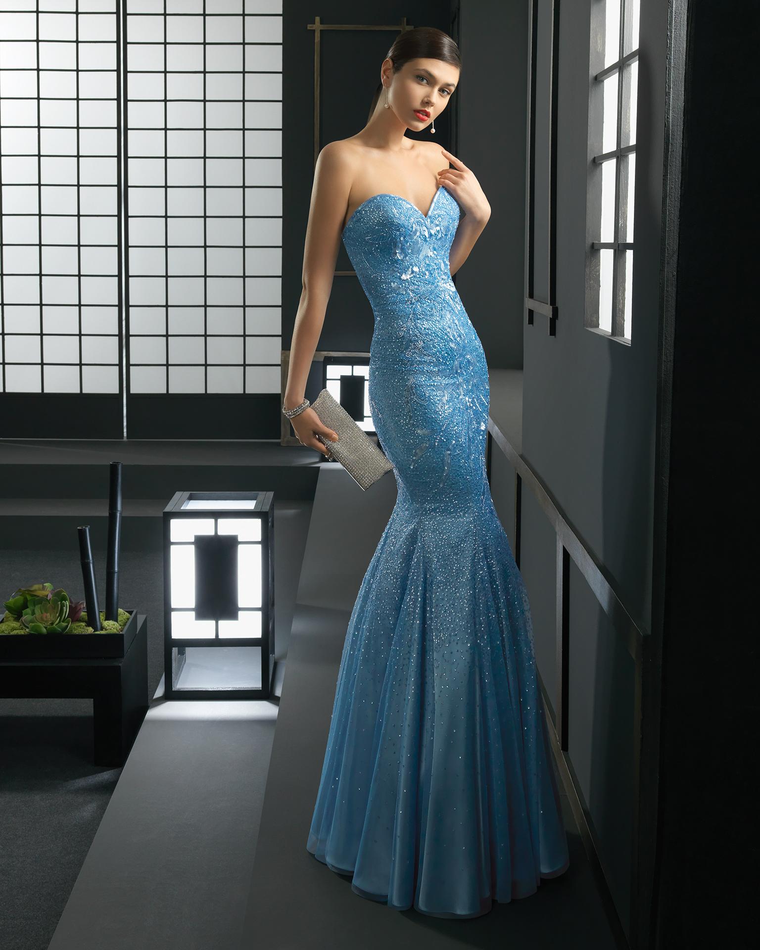 Vestido azul de corte sirena