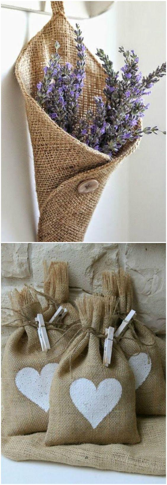 Los regalos eco se ven envueltos en tela de saco