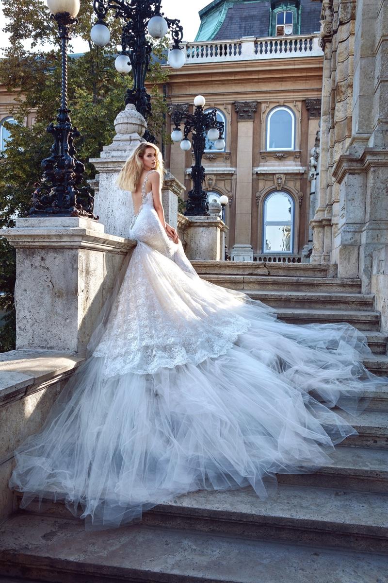 Vestido de novia con corte sirena y tul en su falda