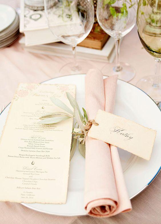 Una mesa para boda con detalles muy cuidados
