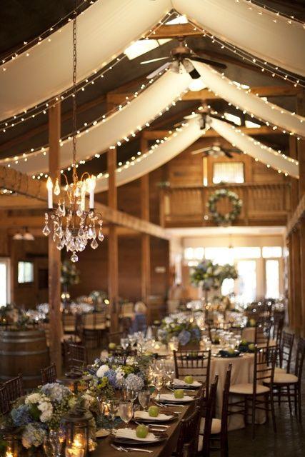 Sutil decoración para iluminar el banquete de boda