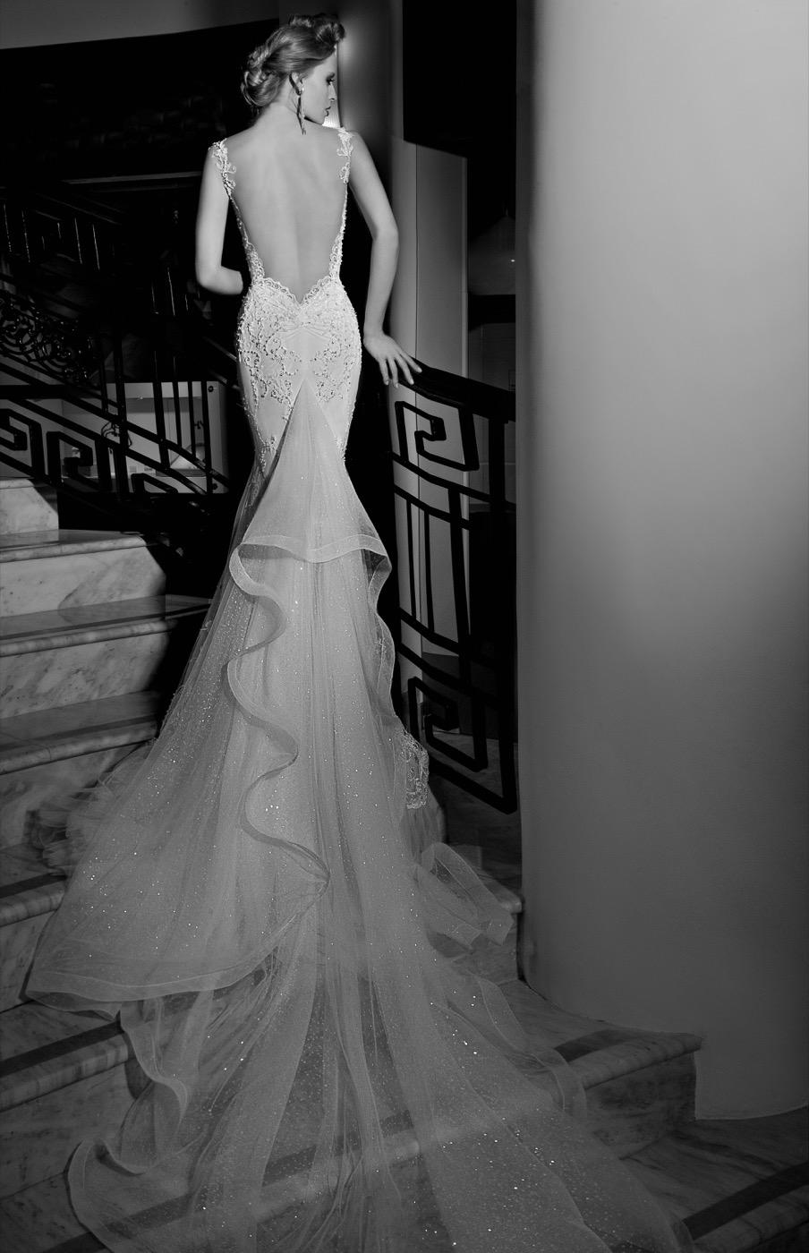 Una cola rizada para un vestido de lo más sensual