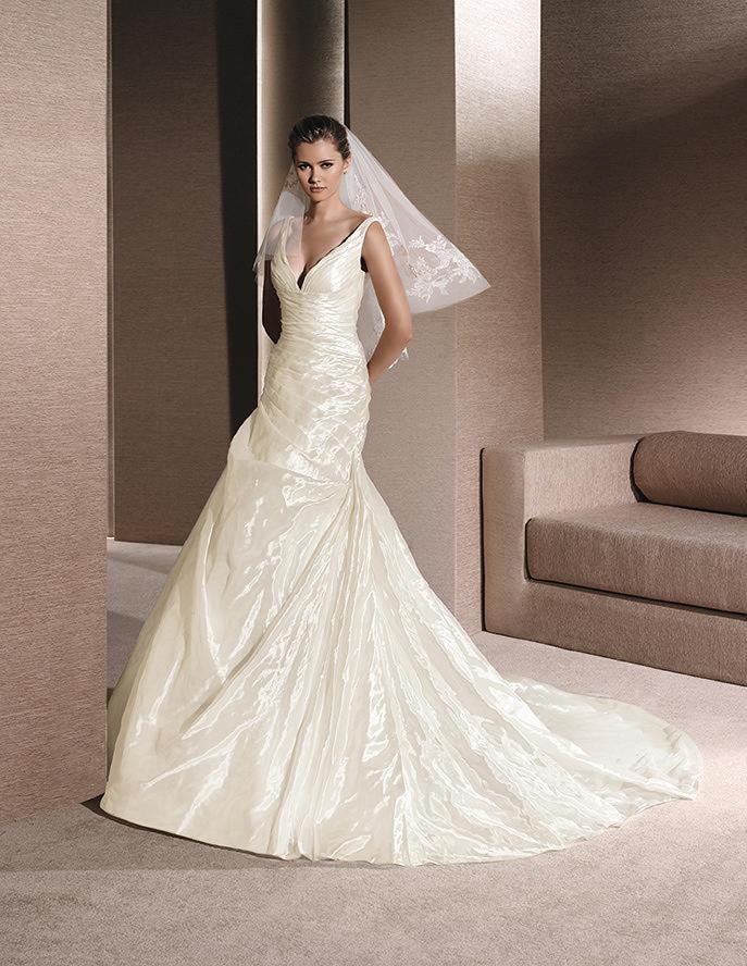 El brillo también se lleva en los trajes de novia