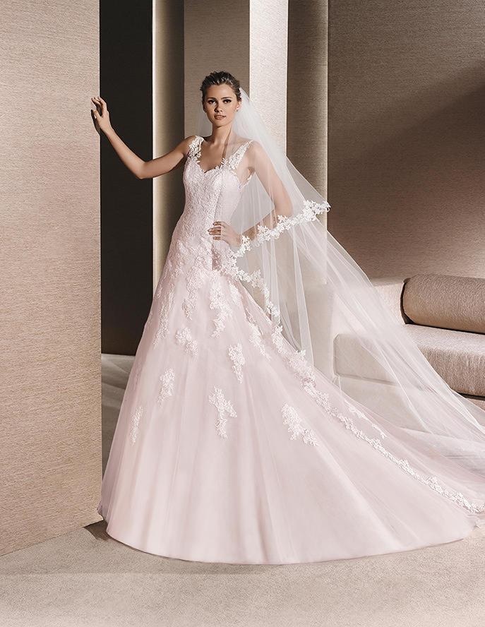 Vestido de novia con tirantes y encajes