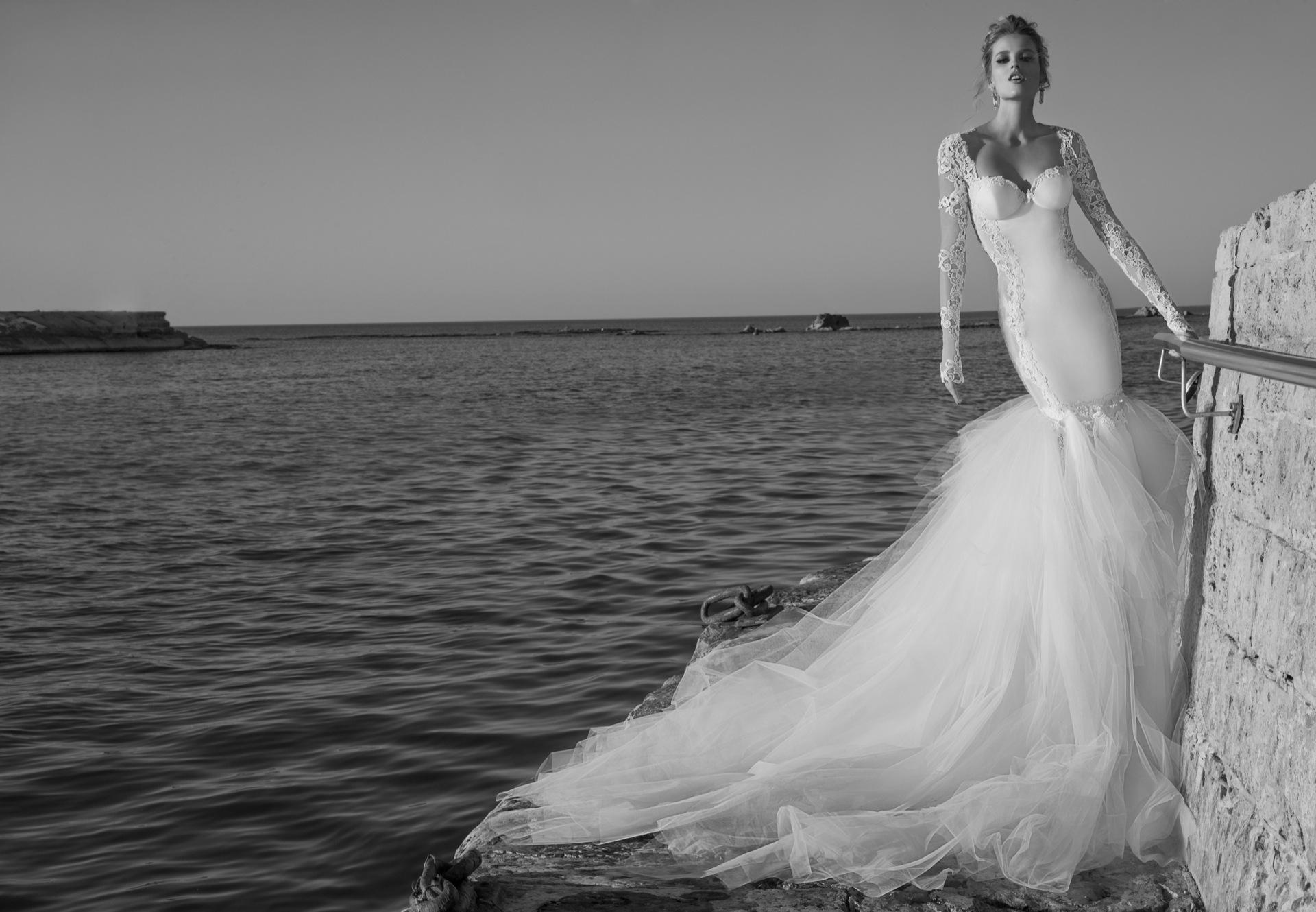 Corte corazón para un traje de novia de lo más especial y moderno