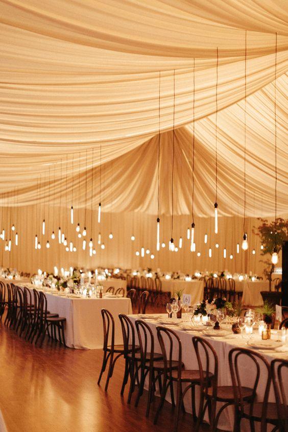 Las bombillas también pueden añadir originalidad a la boda