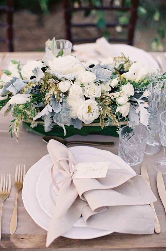 Decoración en tonos neutros para una boda moderna