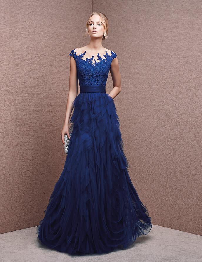 Los encajes se apoderan de este vestido de fiesta largo