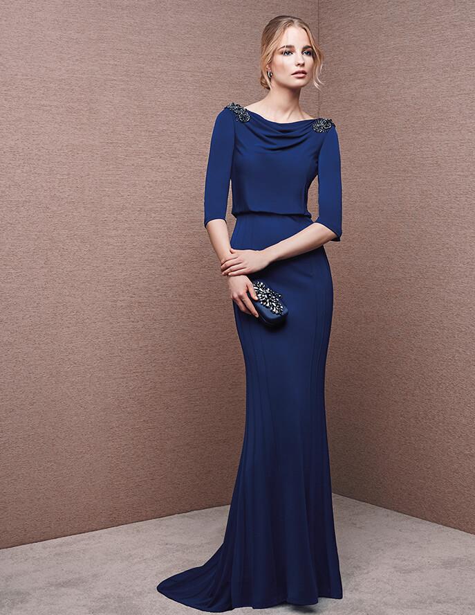 Sencillez para un traje de fiesta largo en color azul