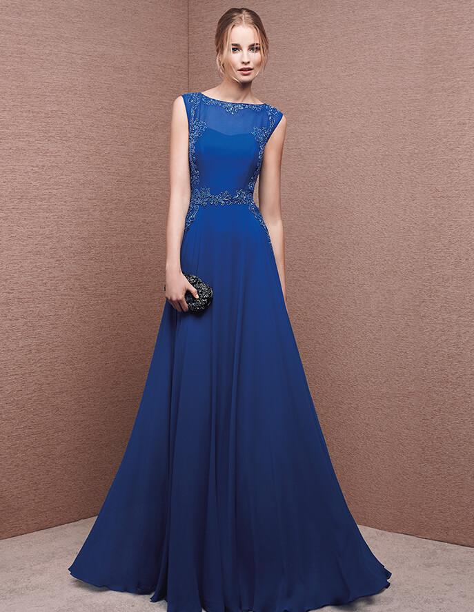 Un vestido moderno y en azul con falda voluminosa