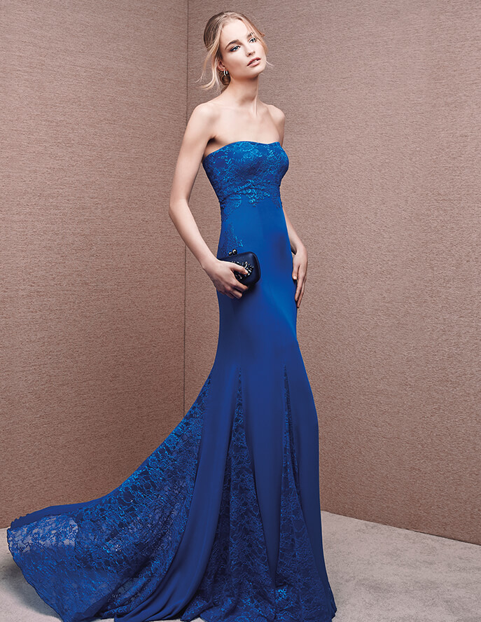 Ciñe tu silueta gracias a este vestido de cola y encajes