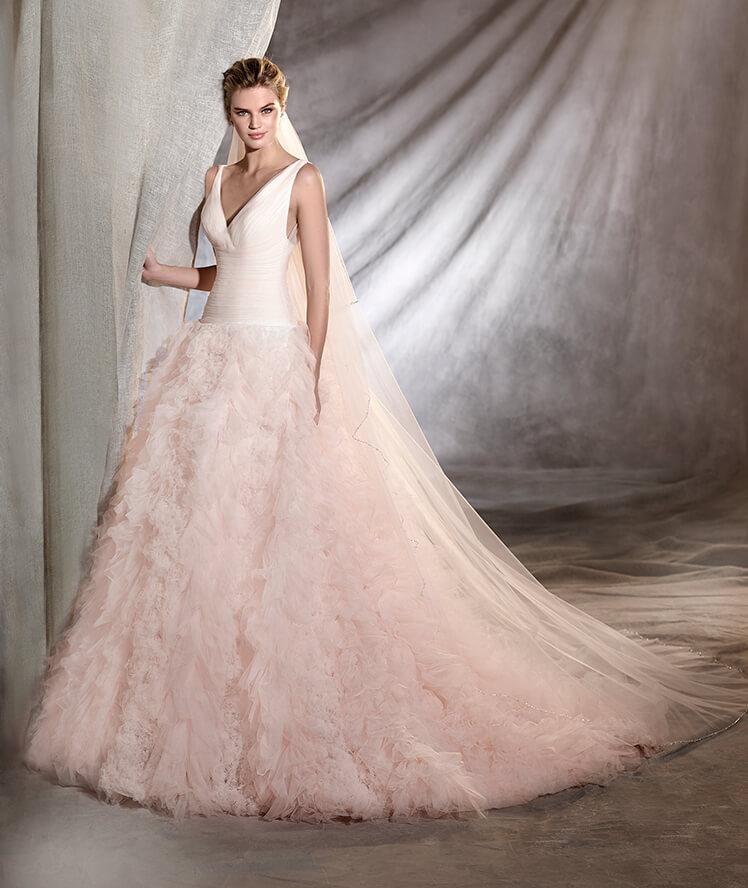 Falda de volantes y color para un vestido de novia moderno