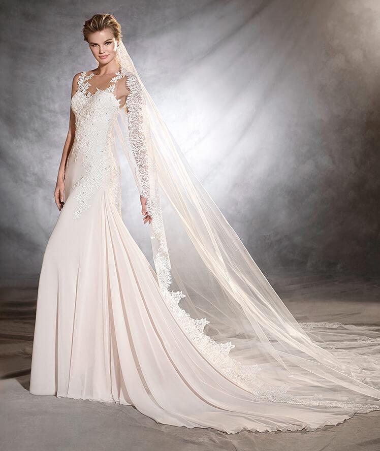 Tirantes con efecto fantasía para un vestido nupcial muy moderno