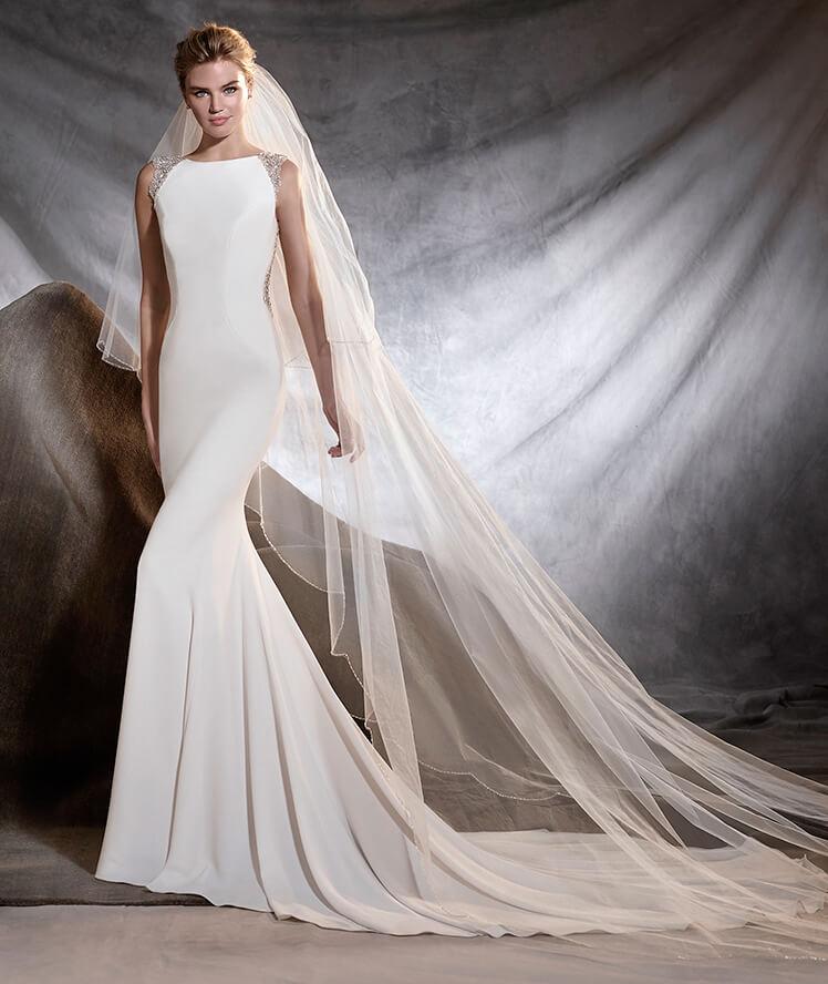 Vestido sin mangas para las novias 2017