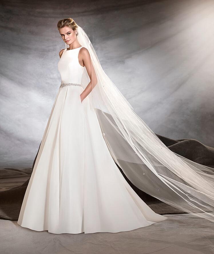 Vestido de novia con bolsillos por Pronovias