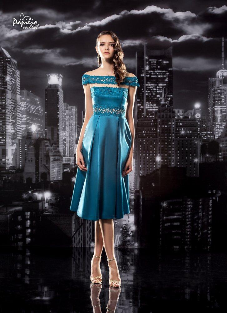 Vestido con falda plisada en color llamativo