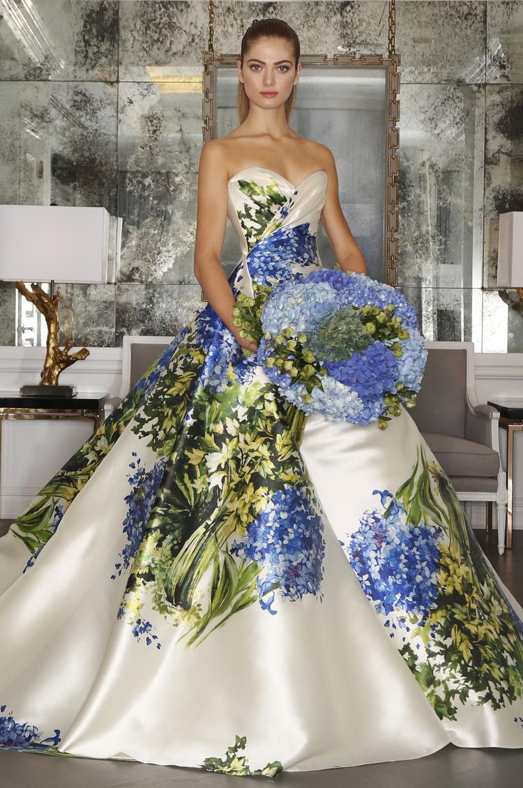 Vestido princesa de Romona Keveza con estampado floral