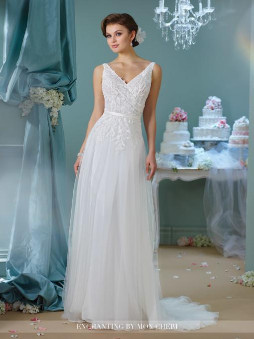 Tirantes, sencillez y una falda plisada para este vestido