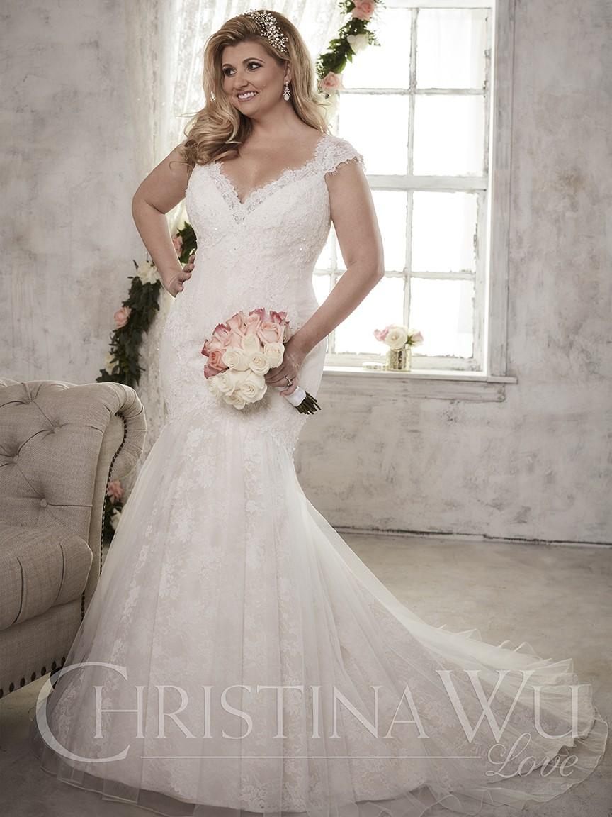 Los bordados y encajes dan belleza a las novias