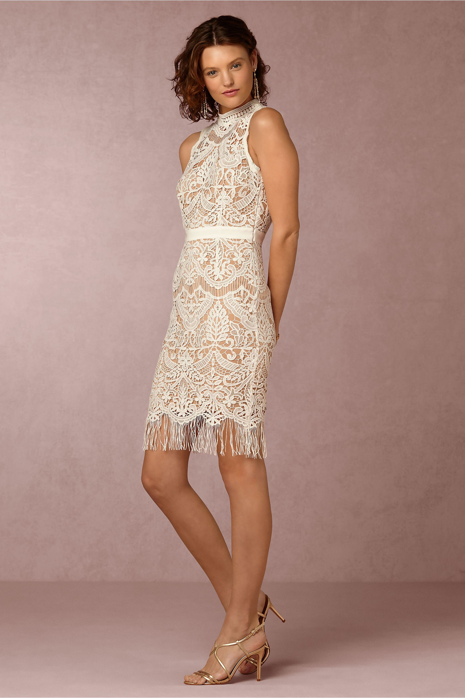 Vestido corto con bordados y flecos