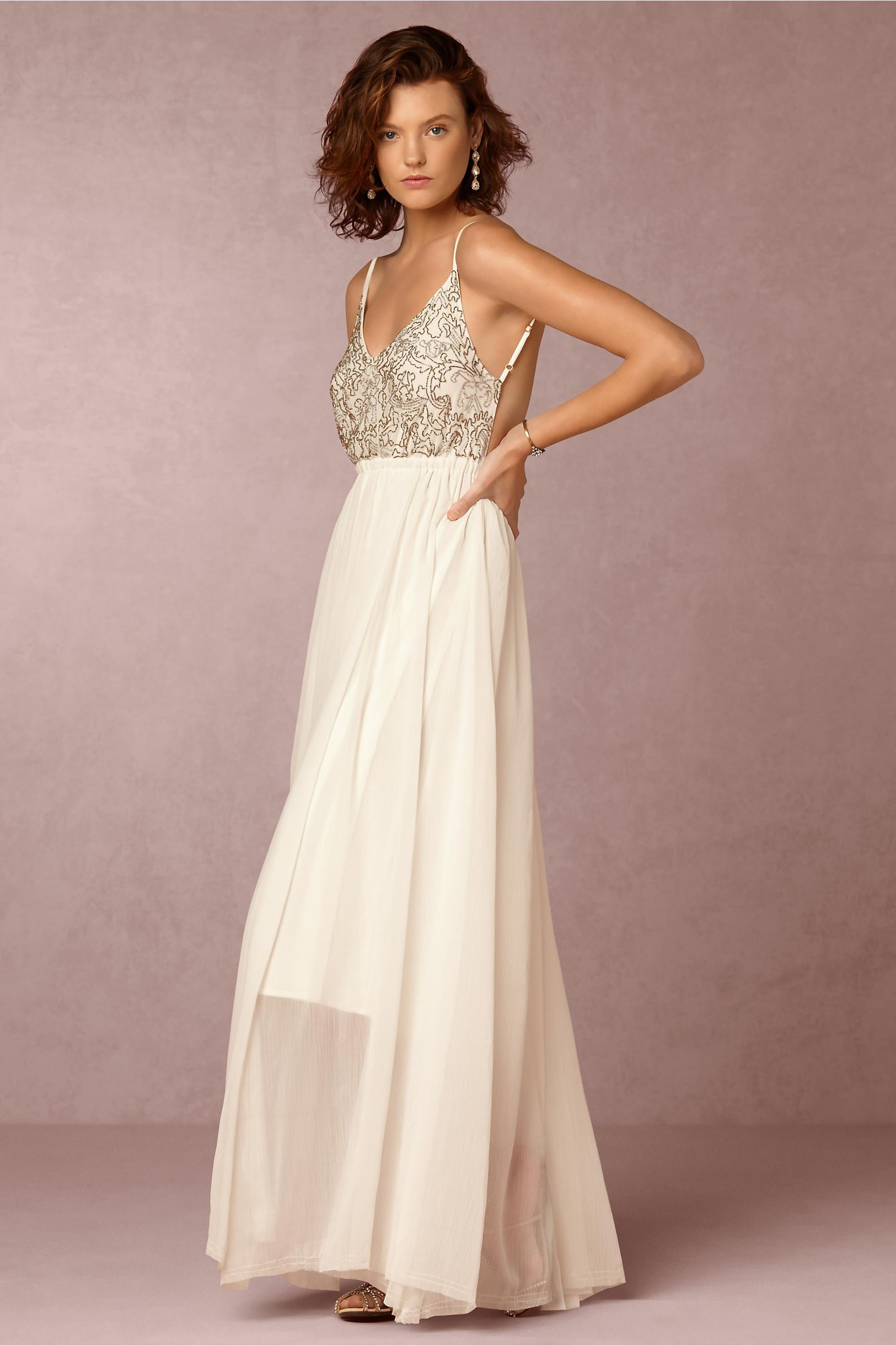 Falda semi-transparente para un traje de novia muy sofisticado