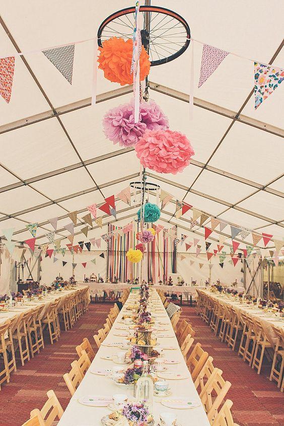 Banquete decorado para una boda retro