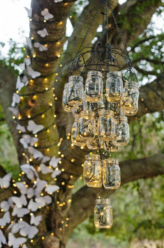 La iluminación entre las decoraciones para bodas