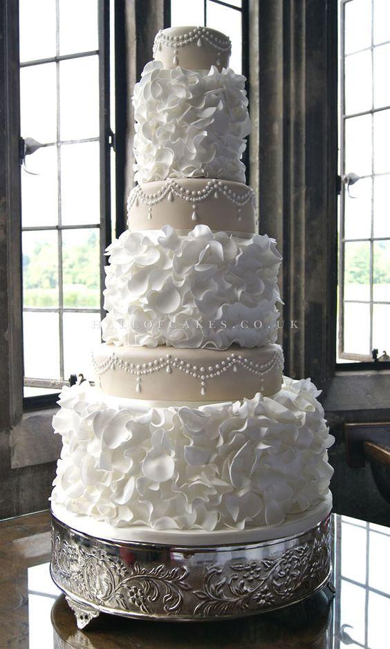 Decoración elegante para una tarta nupcial sofisticada