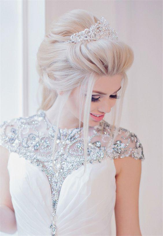 Una preciosa diadema para las novias más modernas