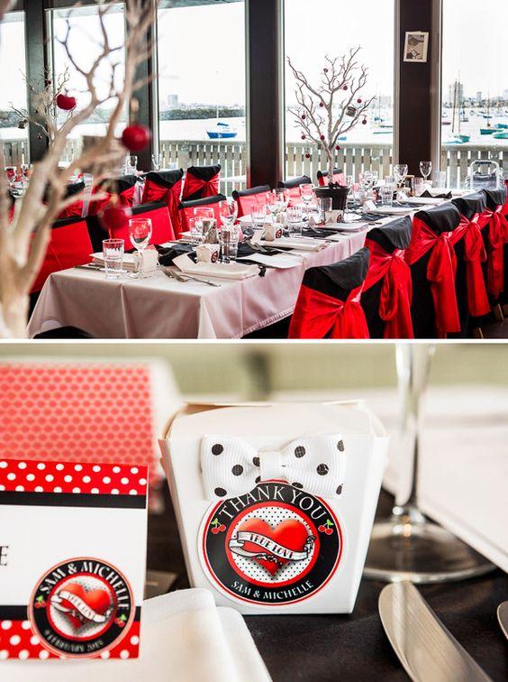 La decoración del banquete en color rojo no podía ser más elegante