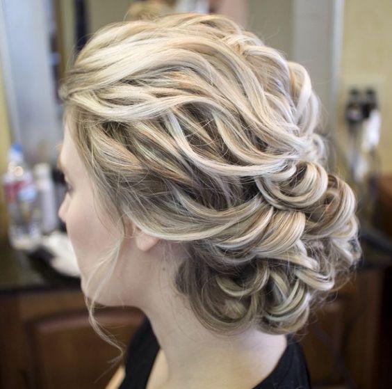 Un peinado sencillo y romántico para las novias