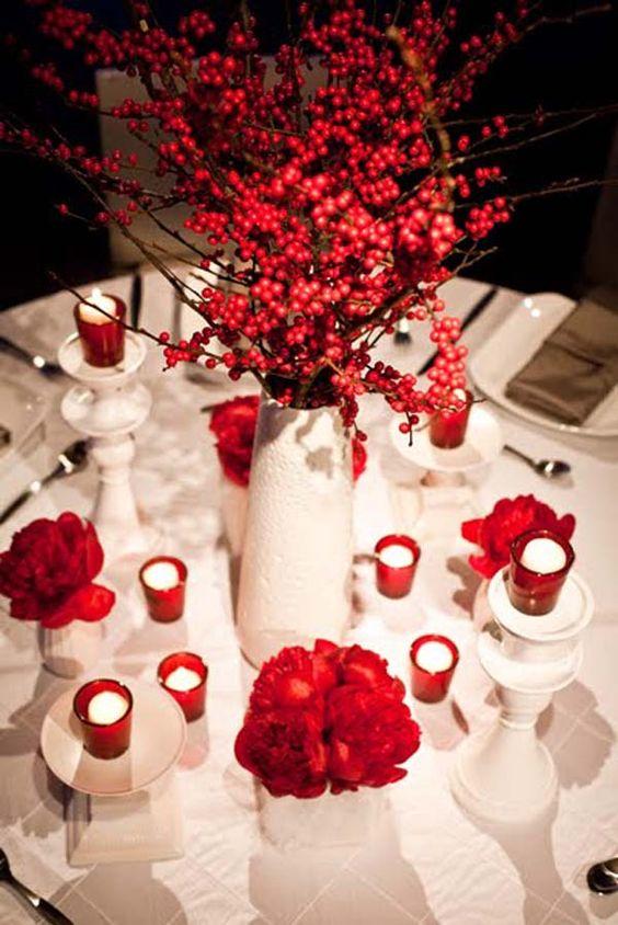 Arreglo de mesa combinado con flores y velas