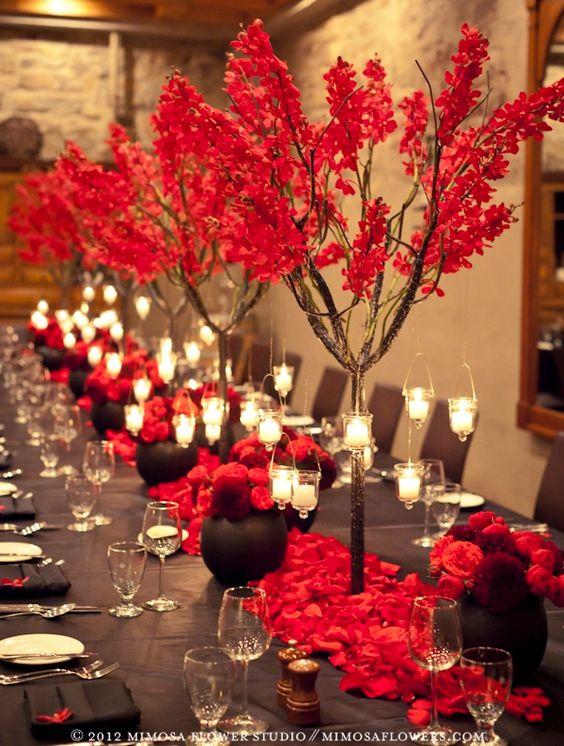 Ramas en color rojo para las mesas más pasionales