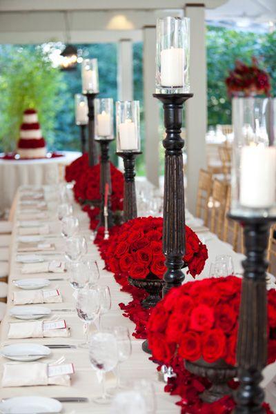 Elegante decoración en color rojo para el centro de las mesas